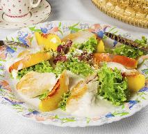 Sałatka z kurczaka z miodem i brzoskwiniami