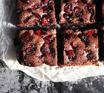 Murzynek z wiśniami: przepis na pyszne ciasto czekoladowe [GALERIA PRZEPISÓW]