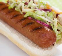 Hot dogi z grilla z duszoną czerwoną kapustą - hot dog na śląską nutę