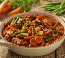 Jakie warzywa jeść we wrześniu? Przepis na gulasz z warzywami