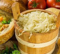 Zacierkowa z kapustą kiszoną i skwarkami: najprostsza, tradycyjna zupa!