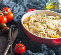 Ziemniaki z piekarnika zapieczone z serem i pomidorami: sprawdzony przepis
