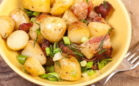Młode ziemniaki z boczkiem i parmezanem
