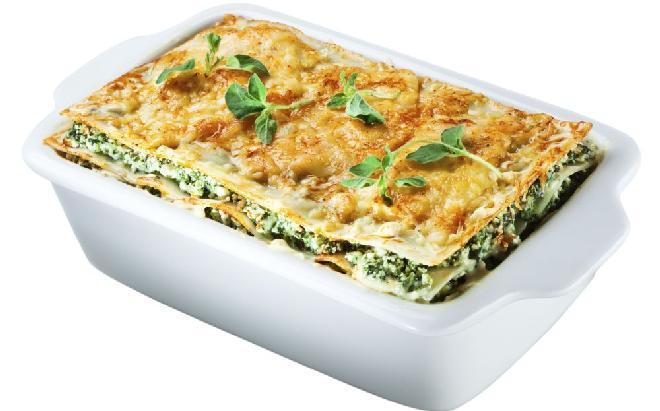 Lasagne z bobu, cukinii i sera La Buchette: przepis na zapiekankę z sosem beszamelowym