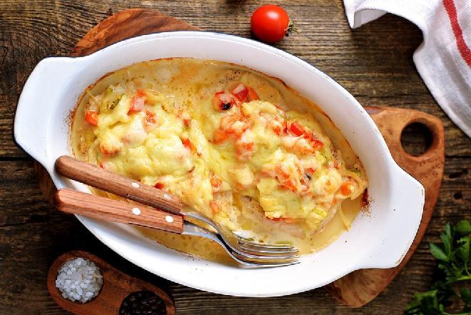 Pierś kurczaka pieczona z pomidorami i serem - doskonale soczysta