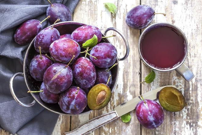 Śliwki nadziewane ambrozją, czyli innymi owocami - przepis na wykwintny deser