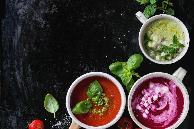 Najlepsze przepisy na letnie zupy: chłodnik pomidorowy, litewski, bułgarski + WIDEO