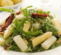 Sałatka ze szparagami i serem feta z menu beszamel