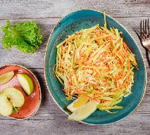 Orzeźwiająca surówka z kapusty pekińskiej, marchwi, jabłek i selera