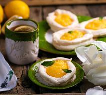 Bezowe jajka sadzone, czyli gniazdka z lemon curd