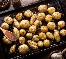Dwukrotnie pieczone ziemniaki z czosnkiem i ziołami: chrupiące, maślane i pyszne