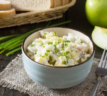Sałatka śledziowa z ziemniakami, jajkiem, jabłkiem: przepis tradycyjny [WIDEO]