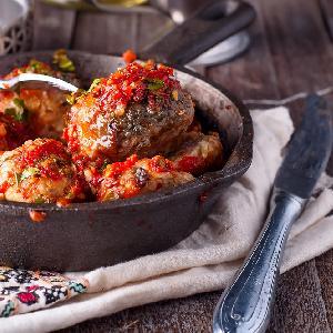 Ukraińskie klopsiki z mięsa wieprzowego i kaszy gryczanej: tanie, pyszne, bezglutenowe