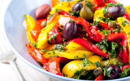 Gorąca przystawka z papryki i oliwek - cudowna eksplozja smaków na talerzu
