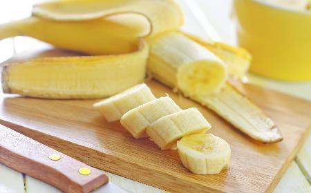 Czy należy odcinać końcówki banana?