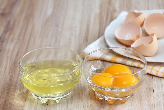 Jak oddzielić białko od żółtka?