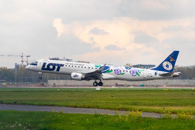 Pierwszy rejs samolotu PLL LOT  w malowaniu Śliwki Nałęczowskiej