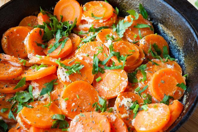 Marchew zapiekana w sosie chrzanowym: tak pysznej jarzynki na ciepło jeszcze nie jedliście
