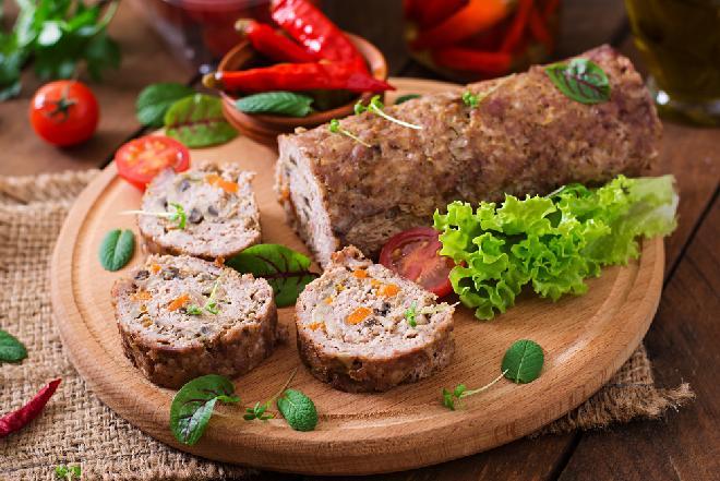 Pieczeń gyros z mięsa drobiowego - niedrogi przepis obiad i domową wędlinę
