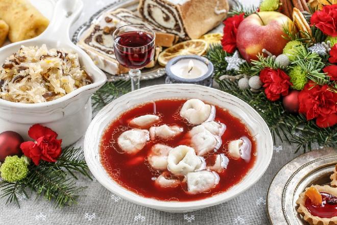 Przepis na uszka z grzybami suszonymi: idealne pierożki wegańskie do czerwonego barszczu