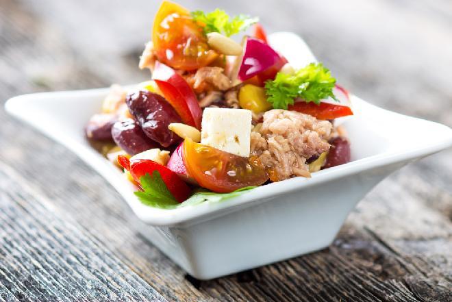 Sałatka z tuńczyka i fasoli: przepis